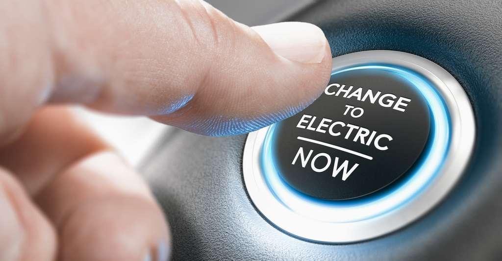 Fin 2018, 55 % des Français envisagent l'achat d'une voiture hybride alors que 18 % seraient prêts à opter pour une voiture électrique (sondage CSA/Franfinance, octobre 2018). © Olivier Le Moal, Fotolia