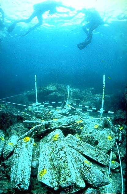 Environ 150 des 1.000 lingots de plomb que l'on a retrouvés dans l'épave d'un navire romain de 36 m de long ont été confiés aux physiciens pour mener des expériences en physique des particules. Ces vestiges sont 100.000 fois moins radioactifs aujourd'hui que lors de la fabrication des lingots il y a plus de 2.000 ans. © INFN, Cagliari Archeological Superintendence