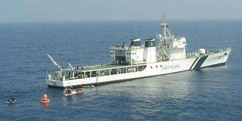 Navire garde-côtes chargé de la récupération. Crédit ISRO.