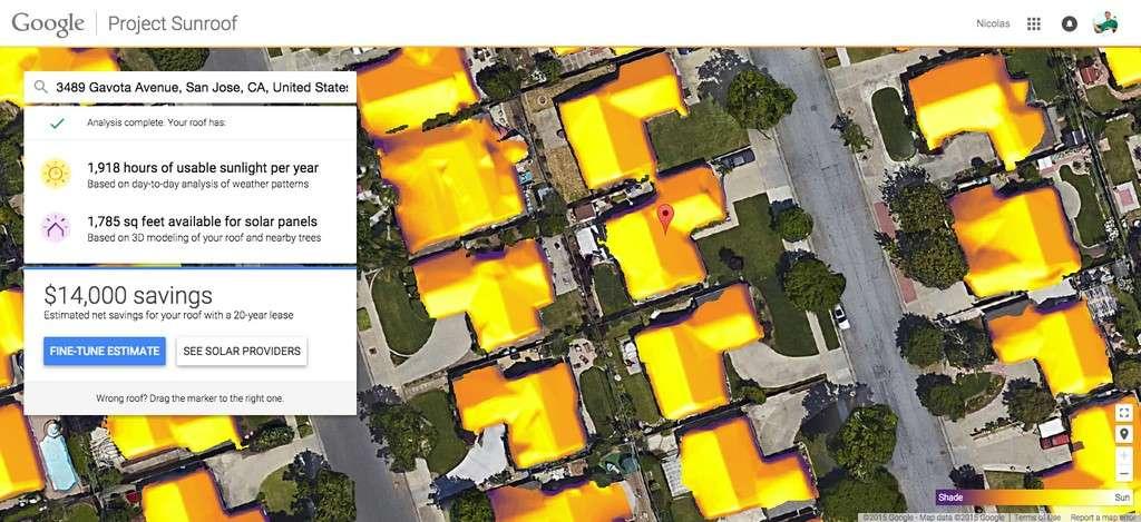 Voici à quoi ressemble le projet Sunroof. Les personnes habitant dans l'une des trois régions pilotes aux États-Unis n'ont qu'à entrer leur adresse afin d'obtenir une vue aérienne de leur maison accompagnée d'une évaluation du potentiel d'ensoleillement de leur toiture et des économies réalisables. Sunroof prend en compte plusieurs variables comme la météo locale et la présence d'arbres à proximité qui peuvent créer de l'ombre. © Google