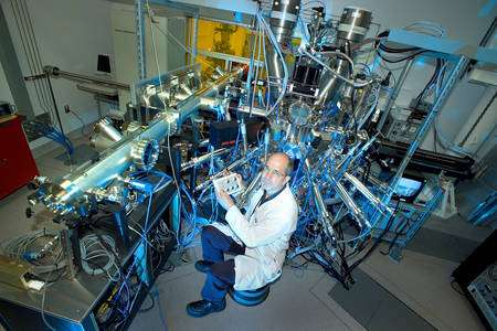 Cliquez pour agrandir. Ivan Bozovic dans son laboratoire. Crédit : Brookhaven National Laboratory