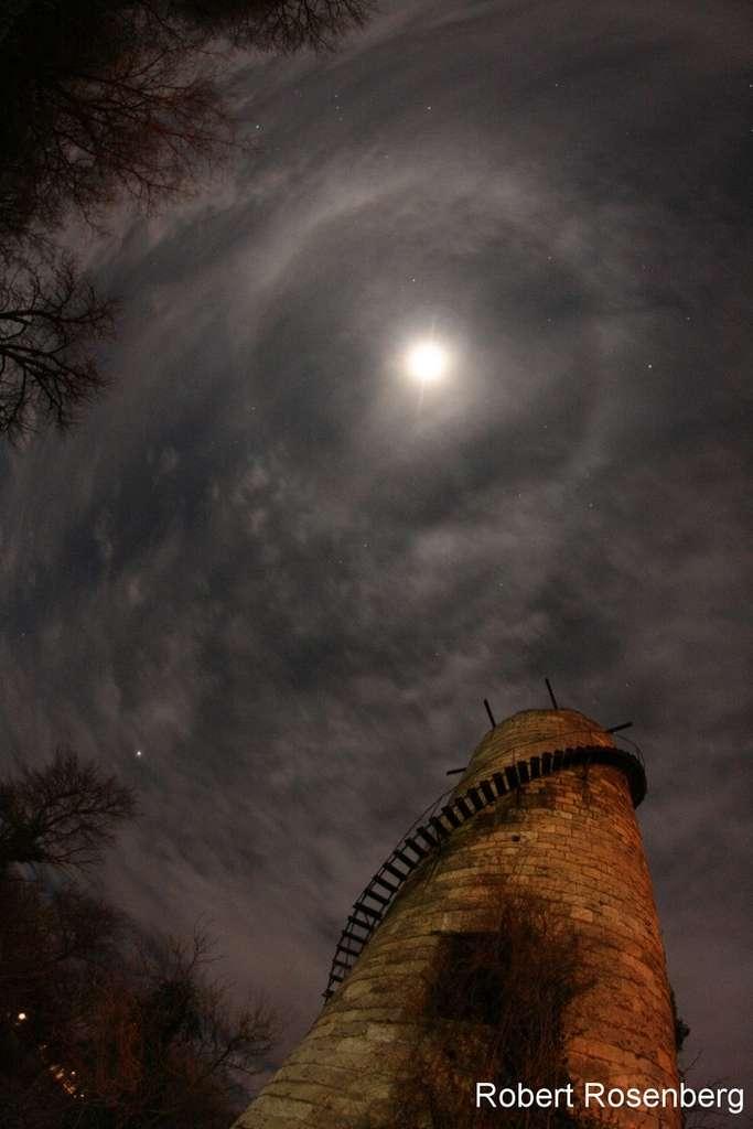 Halo lunaire. © R. Rosenberg