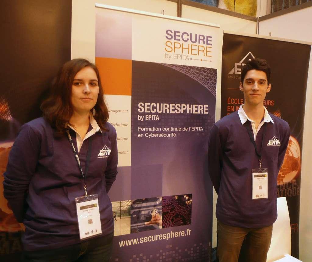 Deux étudiants de l'Epita au forum FIC 2014 présentant une formation (Securisphere) destinée aux entreprises, sorte de mise à niveau dans le domaine de la sécurité, un domaine où la technologie n'a de cesse d'évoluer. © Epita