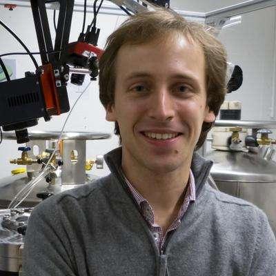 L'astrochimiste et planétologue Olivier Poch dans son laboratoire. © Olivier Poch