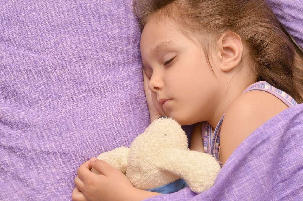 Les enfants dormiraient cinq minutes de moins à la pleine Lune. © Ruslan Guzov, Shutterstock