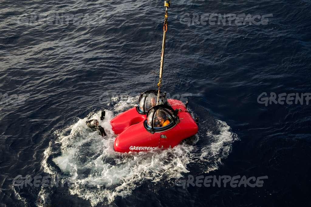 Le minuscule sous-marin biplace qui est allé naviguer au-dessus du récif de l'Amazone, à cent kilomètres des côtes brésiliennes. © Greenpeace