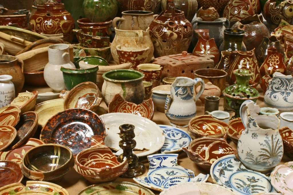 Le lot dont rêve tout céramologue de la période moderne : les céramiques du parc Saint-Georges, un trésor de l'archéologie lyonnaise au XVIIIe siècle. © Inrap