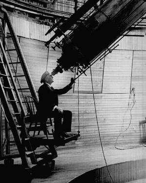 Percival Lowell, riche astronome amateur américain, a vu des canaux artificiels partout sur Mars. Crédit Smithsonian National Air and Space Museum