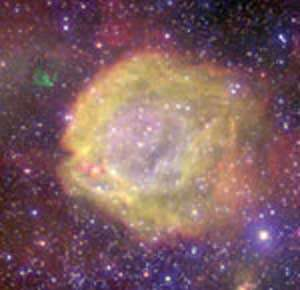 Une étoile brûlante (plus de 120 000 degrés en surface, à comparer aux 6 000 degrés de notre Soleil) chauffe le centre de cette nébuleuse. La couleur mauve indique les zones les plus chaudes, atteignant plusieurs dizaines de milliers de degrés. © ESO