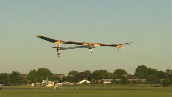 Dimanche 3 juillet 2011 : le HB-SIA s'envole de l'aérodrome du Bourget à 7 h 11. © Solar Impulse