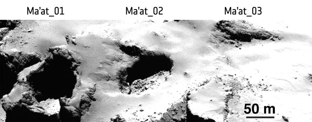 Les puits d'effondrements baptisés Ma'at 1, 2 et 3 sont très différents. Le premier, à gauche, serait plus récent et donc actif. Le troisième, à droite, montre au contraire des signes d'usures, empli de poussières, et serait donc plus ancien et inactif. L'image a été prise avec la caméra Osiris de Rosetta à 28 km de la surface de la comète. © Esa, Rosetta, MPS for Osiris Team, MPS, UPD, LAM, IAA, SSO, INTA, UPM, DASP, IDA