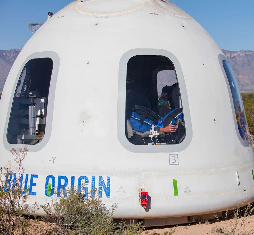 La capsule New Shepard lors de son retour sur la terre ferme après son onzième vol d'essais en mai 2019. © Bue Origin
