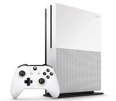 Plus abordable que la Xbox One X, le modèle S reste une console de jeu idéale pour les joueurs occasionnels. ©Microsoft Store