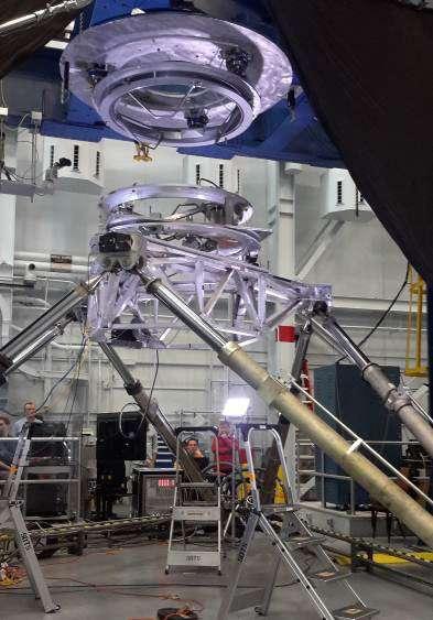 Essai de l'IBDM au Centre Johnson de la Nasa, ce mécanisme qui répond au standard IDSS. L'IBDM a une circonférence de 1,4 mètre, une hauteur de 60 centimètres et un poids maximum de 325 kilos. Le mécanisme offre un passage libre pour les astronautes de 80 centimètres en diamètre. © Esa, Nasa