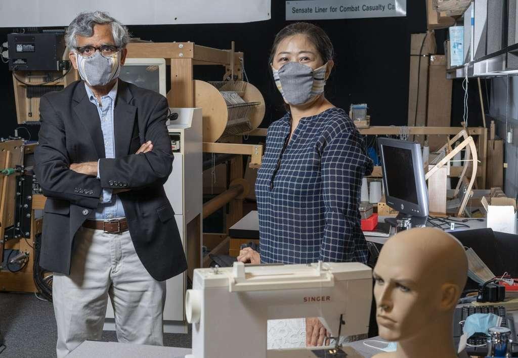 Ces chercheurs américains ont élaboré un masque avec un espace entre le nez et la bouche qui permet au porteur de parler et de respirer convenablement, tandis qu'un matériau de filtration conçu avec un tissu extensible aide à maintenir le masque en place. © Christopher Moore, Georgia Tech