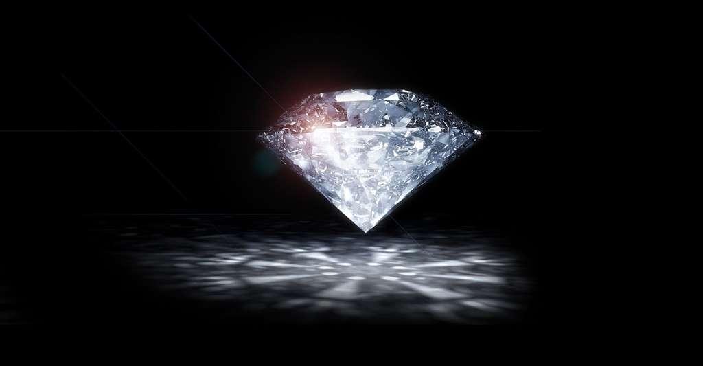 Le diamant est un minéral de référence sur l'échelle de Mohs. Très dur, il peut pourtant être facilement coupé en deux. © Radivoje, CCO