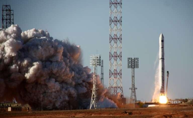 Surnommé le « Hubble russe », Spektr-R a été lancé en 2011 par une fusée Zenit 3F, que l'on voit ici décoller du cosmodrome de Baïkonour. Le radiotélescope a pour mission d'observer notamment les trous noirs, les étoiles à neutrons et les champs magnétiques. Il dispose d'une antenne de dix mètres. Associé avec des radiotélescopes basés sur Terre, il forme un des plus grands instruments du monde. © STR - AFP/Archives