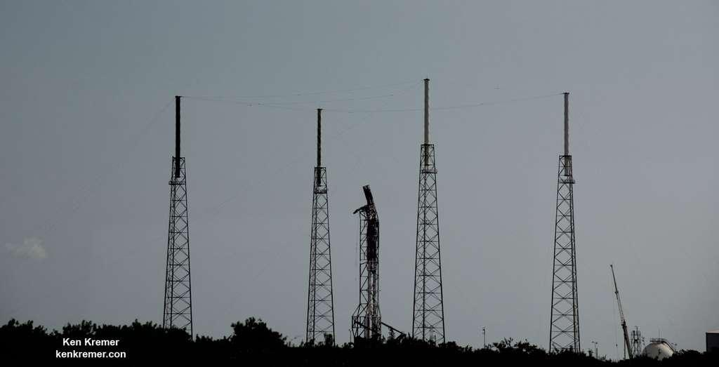 L'aire de lancement du complexe 40 de Cap Canaveral, d'où décollent les lanceurs Falcon 9 de SpaceX, est bien moins endommagée que ne le laissait penser l'explosion du lanceur. Ce dernier sera de nouveau opérationnel en novembre. © Ken Kremer, kenkremer.com