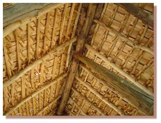 Vue dessous de toit © Photo Guédelon