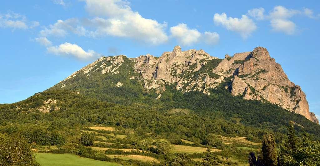 Le pic de Bugarach vu depuis le haut du village. © Vassil, Wikimedia, DP