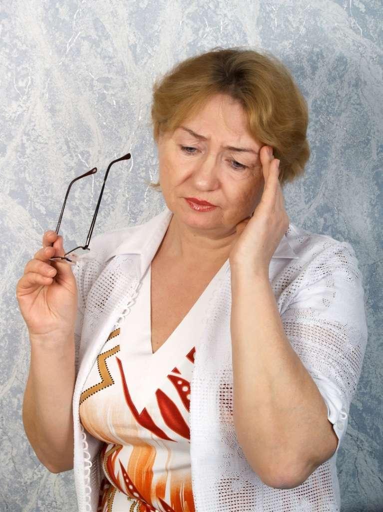 La ménopause s'accompagne souvent de différents troubles comme les maux de tête ou de ventre, l'irritabilité, les sueurs nocturnes ou l'insomnie. © Sergeitelegin, StockFreeImages.com