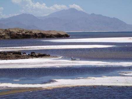 Le lac Assal de la république de Djibouti. Pendant la crise messinienne, une large part de la Méditerranée devait avoir le même aspect. Crédit : Top départ