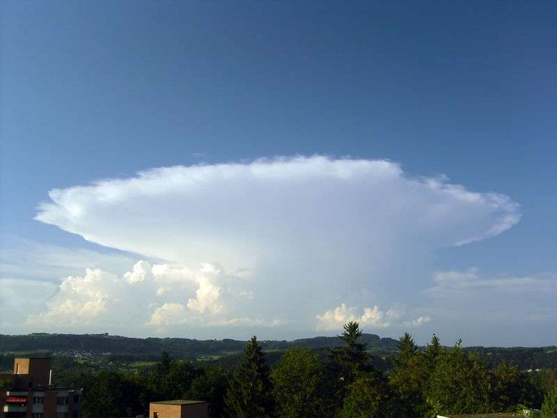Le cumulonimbus est un nuage orageux. © Simon Eugster, GNU