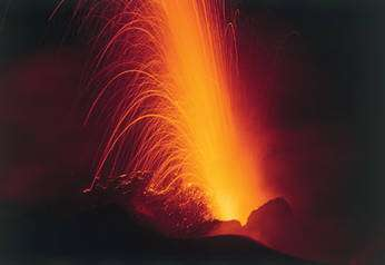 Activité explosive au sommet du Stromboli, îles éoliennes d'Italie. © François Michel