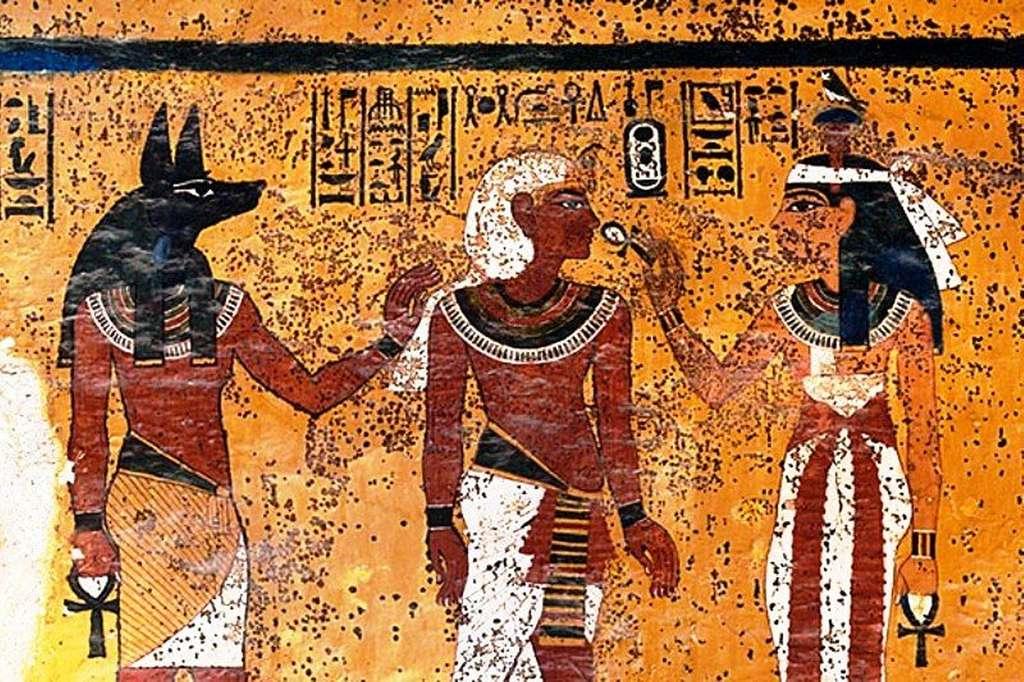 Les fresques murales du tombeau de Toutânkhamon sont constellées de taches sombres. Elles sont probablement apparues rapidement après la cérémonie et seraient dues à un séchage insuffisant des peintures. Le pharaon aurait été enterré à la hâte, estiment les archéologues. © Harvard University-The J. Paul Getty Trust, 2001
