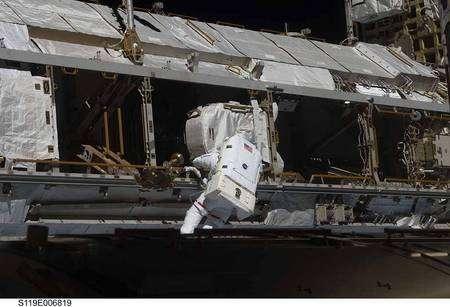 L'astronaute Joseph Acaba au cours de sa sortie dans l'espace. Crédit Nasa