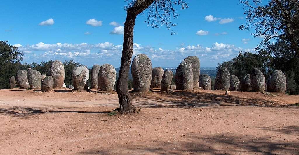 Le cromlech des Almendres est un célèbre monument mégalithique situé près d'Évora, au Portugal. © João Carvalho, Flickr, CC by 2.0