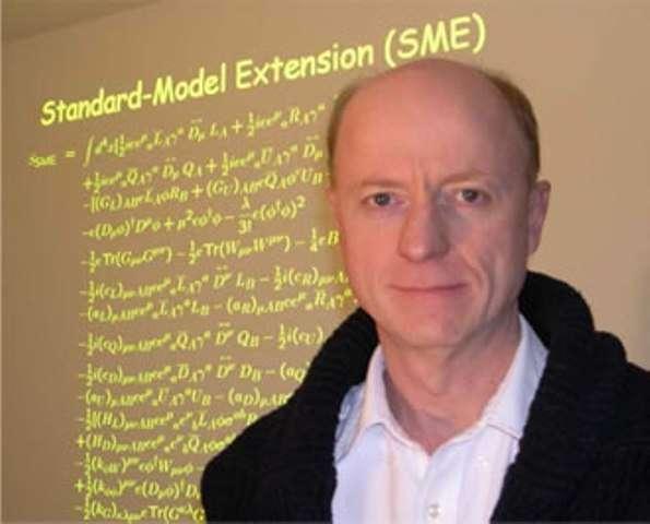 Alan Kostelecky est l'un des physiciens à l'origine du cadre théorique appelé SME, incorporant des violations de l'invariance de Lorentz, comme une vitesse limite différente selon les directions de mouvement dans l'espace. De telles violations sont possibles dans le cadre de la théorie des supercordes. © Université de l'Indiana