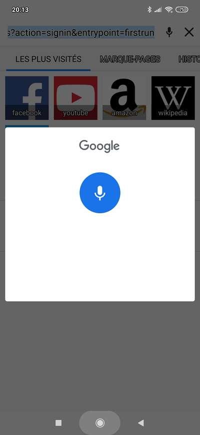 Google assistant s'active et retranscrit ce que vous dites après une pression longue sur l'icône micro. © Microsoft