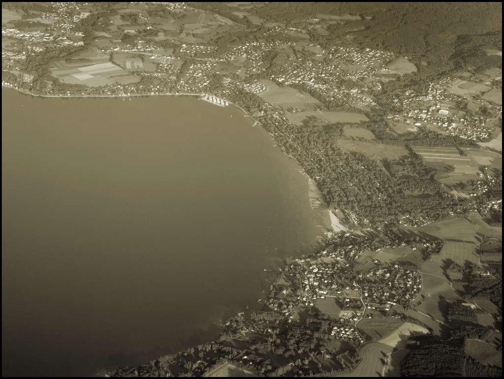 Seuls 3 % des abords du lac Léman étaient encore sauvages en 2006, tandis que 60 % de ses berges étaient aménagées. © wwwuppertal, Flickr, cc bync 2.0
