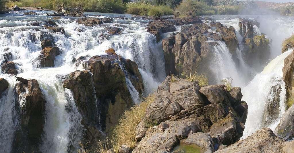 Les chutes d'Epupa Falls, sur la rivière Kunene, Namibia. © Hans Hillewaert, CC BY-SA 3.0