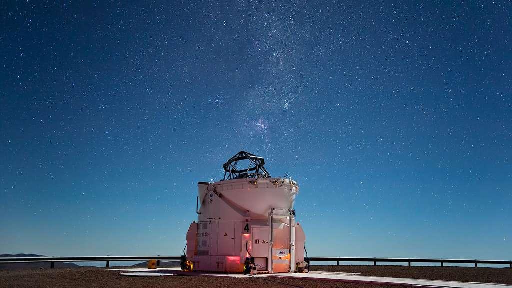 Le ciel du Paranal au-dessus de l'un des télescopes auxiliaires du VLT