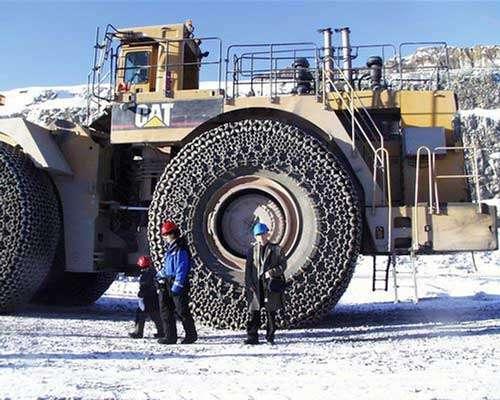 Sweden Aitik mine, CAT avec chaînes à neige.