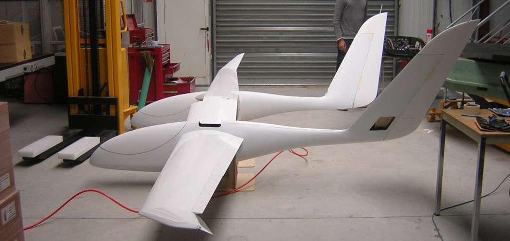Premier assemblage de la cellule de vol Eole chez Aviation Design. © Aviation Design