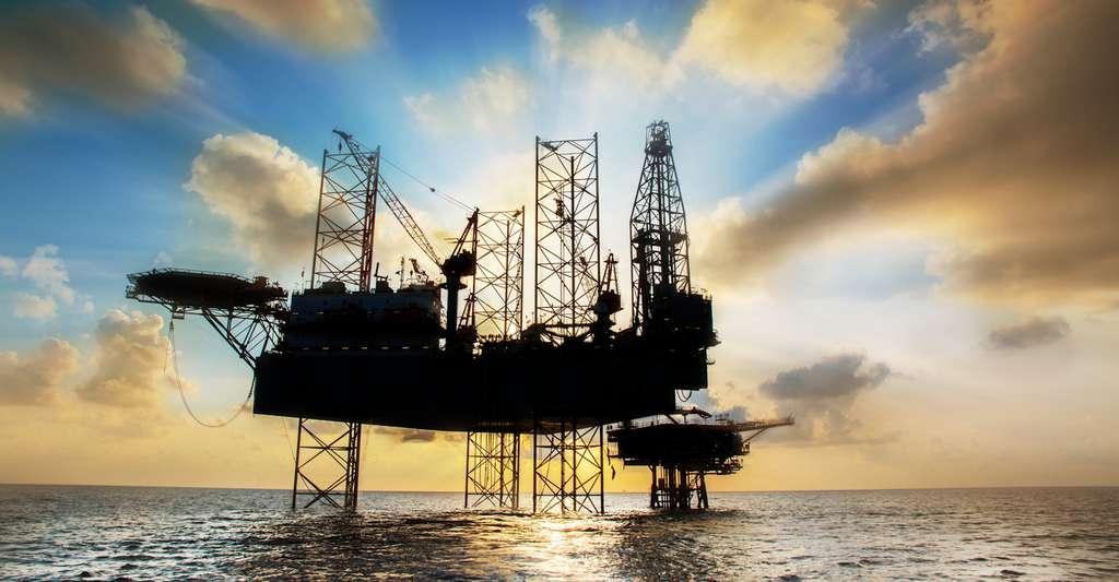 L'industrie pétrolière demande des matériaux résistants aux températures, à l'abrasion aux produits corrosifs et aux fortes pressions. Des qualités que peuvent présenter certains matériaux composites qui en plus, apportent leur légèreté par rapport aux matériaux métalliques, à rigidité équivalente. © xmentoys, Fotolia