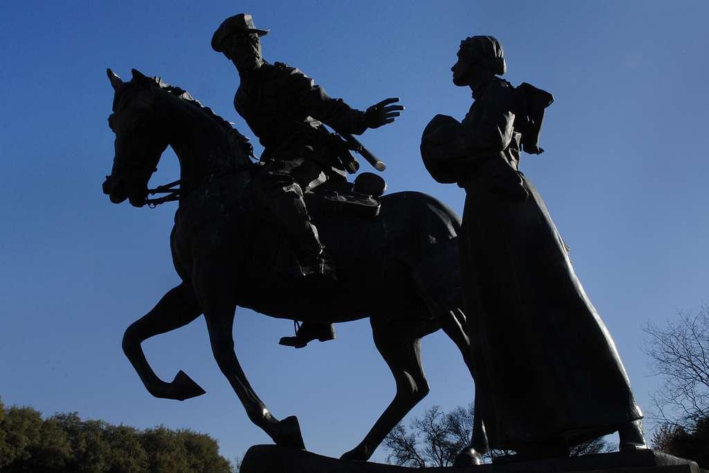 L'adieu des femmes à leurs maris partis combattre les Britanniques. Statue du sculpteur Danie de Jager installée au Anglo-Boer War Museum à Bloemfontein. © Lynne Stettevold, CC 3.0, domaine public