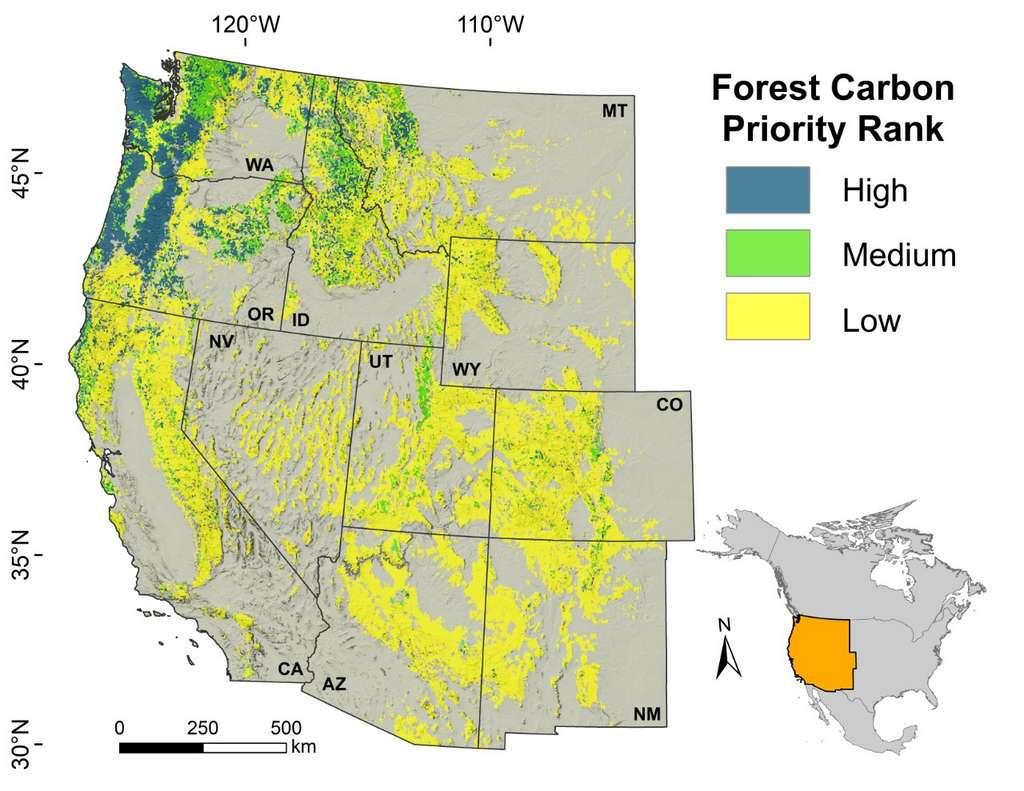 La carte des forêts dans l'ouest des États-Unis en fonction de leur potentiel de séquestration du carbone : important en bleu, moyen en vert et faible en jaune. © Université de l'État de l'Oregon