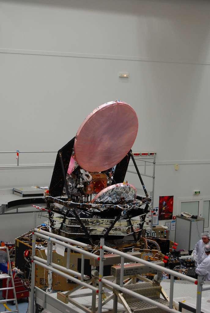 Le satellite Planck et son système de refroidissement passif. © Remy Decourt