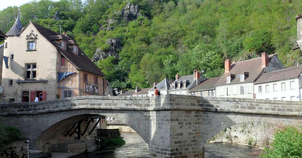Visitez la ville d'Aubusson et ses musées. Ici, le pont de la Terrade. © MOSSOT, CC by-sa 3.0