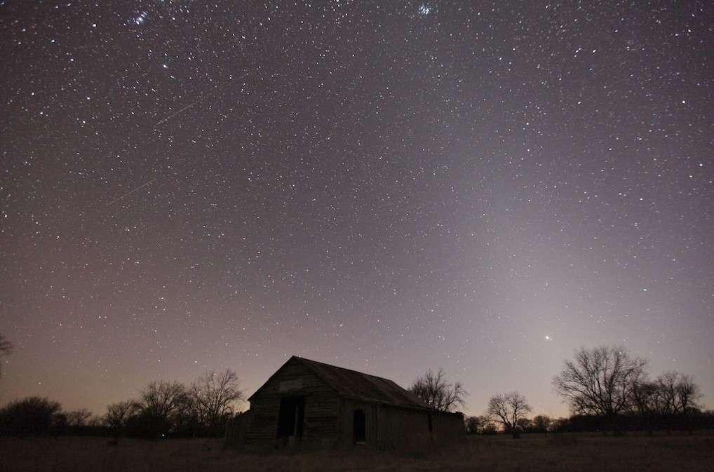 Lumière zodiacale. © H. Grady