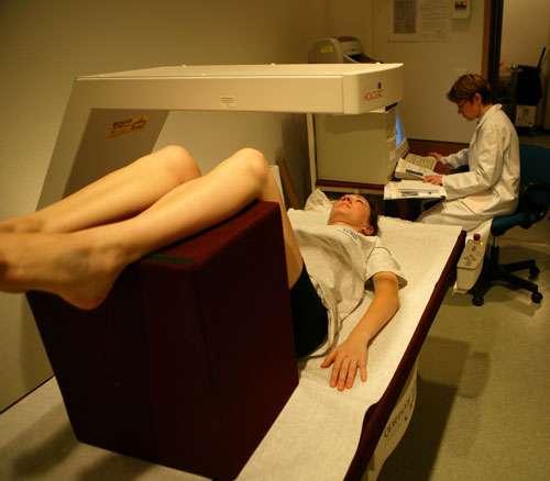 DEXA : composition corporelle (masse maigre/masse grasse, densité osseuse.) © CNES/Stéphane Levin 2005