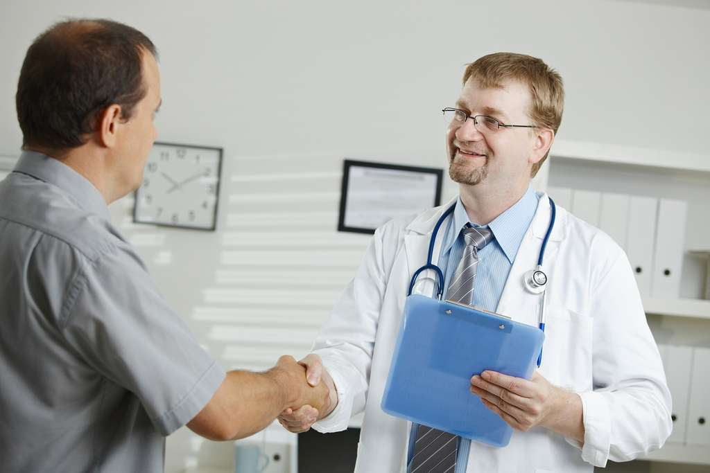 Un médecin se doit de toujours proposer le meilleur traitement éprouvé par les données scientifiques à son patient. © Vic, Flickr, CC by 2.0