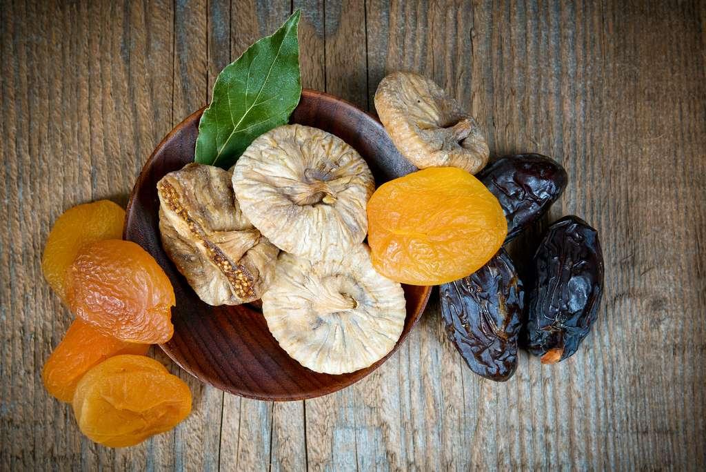 Les figues et abricots secs. © giulianocoman, Adobe Stock