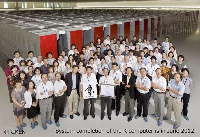 L'équipe de l'institut Riken donne l'échelle de K, le superordinateur le plus rapide du monde (pour l'instant). © Riken