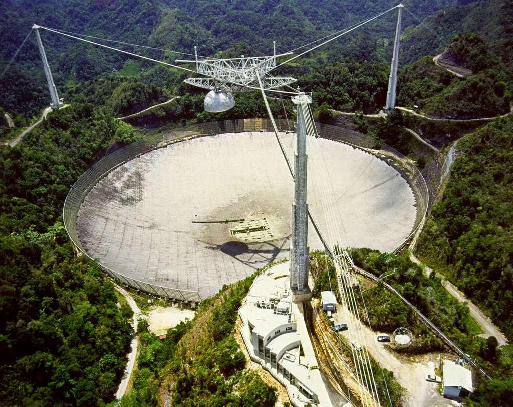 C'est avec le radiotélescope d'Arecibo que Hulse et Taylor ont fait la découverte indirecte des ondes gravitationnelles.