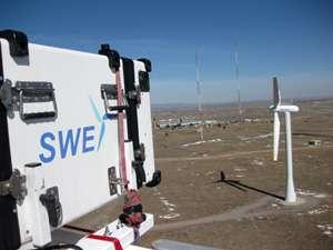 Le radar optique (utilisant la technologie Lidar) développé par l'équipe du SWE a été fixé sur la nacelle d'une éolienne à deux pales Cart 2 sur le site de test du US National Wind Technology Center (NWTC), à Boulder aux États-Unis. © SWE